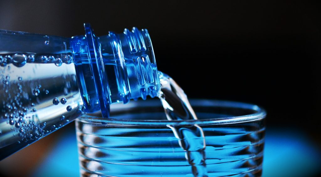Microplastico botella de agua